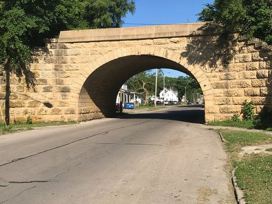 Example of an arch bridge road, over 2nd Street, West of Monroe Avenue.