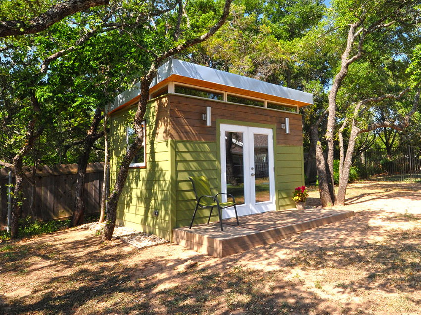 Kanga Room System's Kwik Room with a single sloped roof, light siding and a small deck.