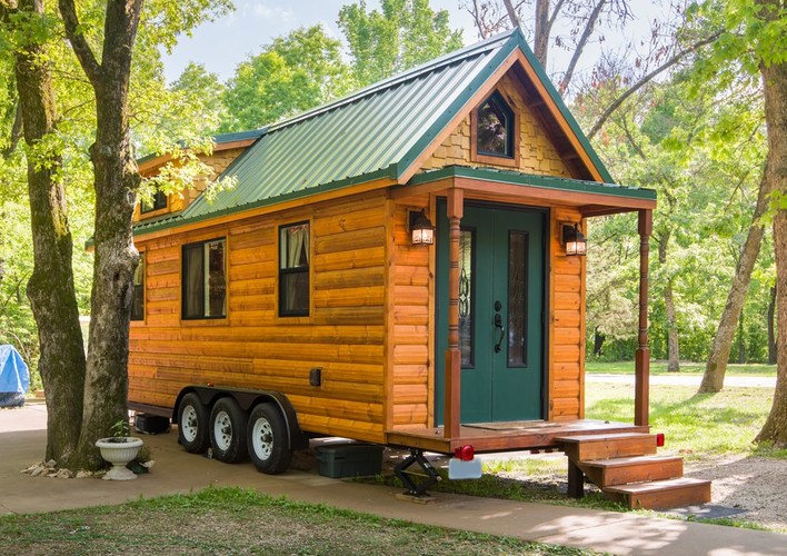 Outside view of this tiny log cabin in Missouri woods.